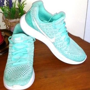 Nike lunarleon color aqua size 6.5